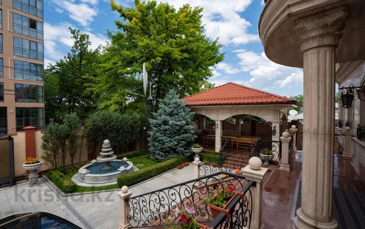10-комнатный дом, 700 м², 8.5 сот., Кастеева 78 за 650 млн 〒 в Алматы, Медеуский р-н