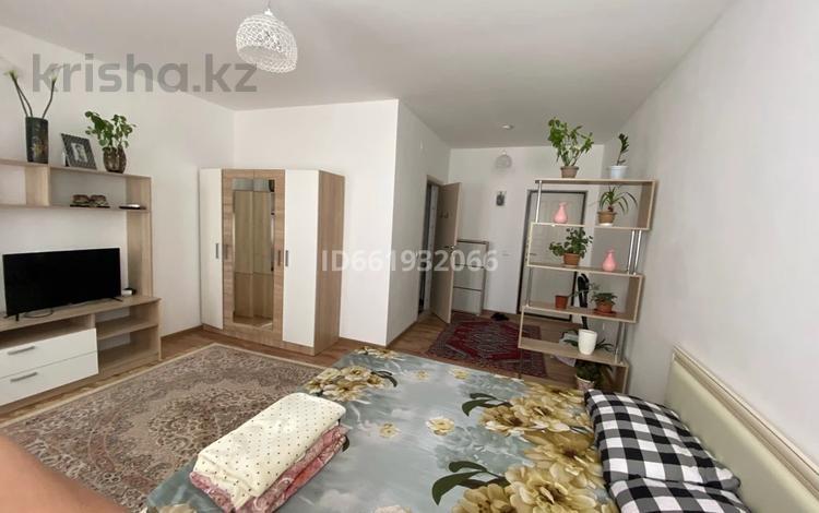 1-комнатная квартира, 35 м², 7/9 этаж посуточно, 34-й мкр 5 за 6 000 〒 в Актау, 34-й мкр