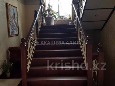 8-комнатный дом помесячно, 450 м², 12 сот., мкр Мирас, Аскарова Асанбая 62 за 1.2 млн 〒 в Алматы, Бостандыкский р-н — фото 35