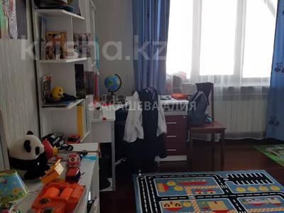 8-комнатный дом помесячно, 450 м², 12 сот., мкр Мирас, Аскарова Асанбая 62 за 1.2 млн 〒 в Алматы, Бостандыкский р-н — фото 40