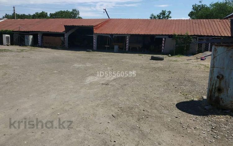 Магазин с торговым оборудованием и участок производственного здания за 75 млн 〒 в Костанае