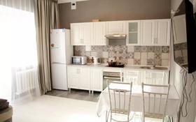2-комнатная квартира, 55 м², 1/14 этаж посуточно, Акмешит 11 — Керей Жанибек за 10 000 〒 в Нур-Султане (Астана), Есиль р-н