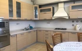4-комнатный дом помесячно, 250 м², 4 сот., Достык 467 за 850 000 〒 в Алматы