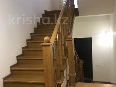 4-комнатный дом помесячно, 250 м², 4 сот., Достык 467 за 850 000 〒 в Алматы — фото 3