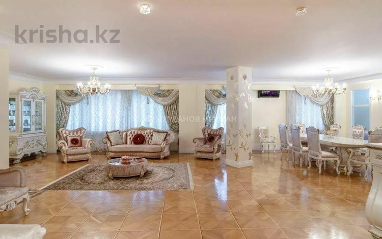 8-комнатная квартира, 417 м², 3/10 этаж, Тэуелсыздык 29 за 250 млн 〒 в Нур-Султане (Астана), Есиль р-н