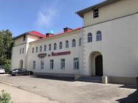 Здание, площадью 902 м²