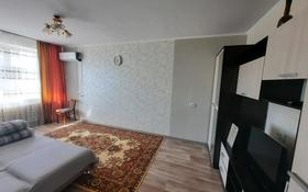 1-комнатная квартира, 37 м², 3/5 этаж посуточно, проспект Санкибай Батыра 167 — Сатпаева за 5 000 〒 в Актобе