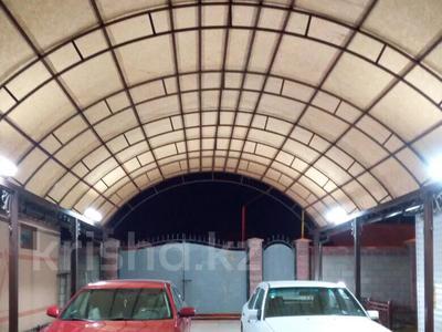 10-комнатный дом, 200 м², 10 сот., 3 переулок Айтеке би 15 — проспект Жамбыл за 80 млн 〒 в Таразе