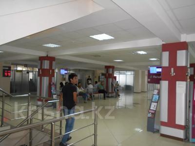 Здание, площадью 3875 м², Азаттык 70А — Атамбаева за 870 млн 〒 в Атырау — фото 7