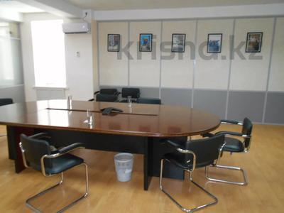 Здание, площадью 3875 м², Азаттык 70А — Атамбаева за 870 млн 〒 в Атырау — фото 11