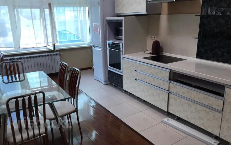 2-комнатная квартира, 90 м², 3 этаж, Динмухамеда Кунаева 12/2 за 29.9 млн 〒 в Нур-Султане (Астана), Есиль р-н