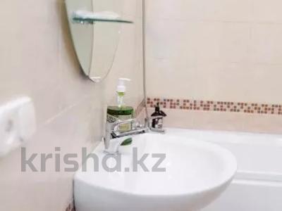 1-комнатная квартира, 50 м², 14 этаж посуточно, Сарайшык 7 — Акмешит за 10 000 〒 в Нур-Султане (Астана), Есиль р-н — фото 3
