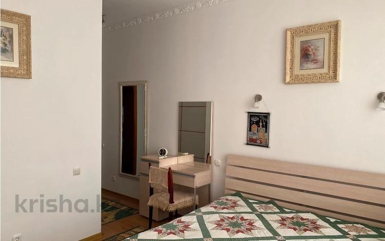 2-комнатная квартира, 80 м², 3/13 этаж помесячно, Тимирязева 5 за 270 000 〒 в Алматы, Бостандыкский р-н