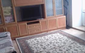 1-комнатная квартира, 33.5 м², 4/5 этаж по часам, Иртышская 9 — проспект Ауэзова за 1 000 〒 в Семее