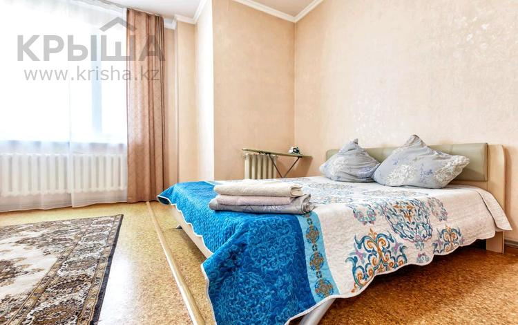 1-комнатная квартира, 58 м², 5/10 этаж посуточно, Сарайшык 34 — Акмечеть за 8 000 〒 в Нур-Султане (Астане), Есильский р-н