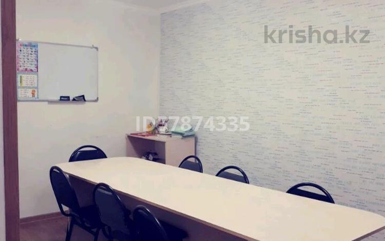 Офис площадью 70 м², мкр Новый Город 12 — Ержанова за 170 000 〒 в Караганде, Казыбек би р-н
