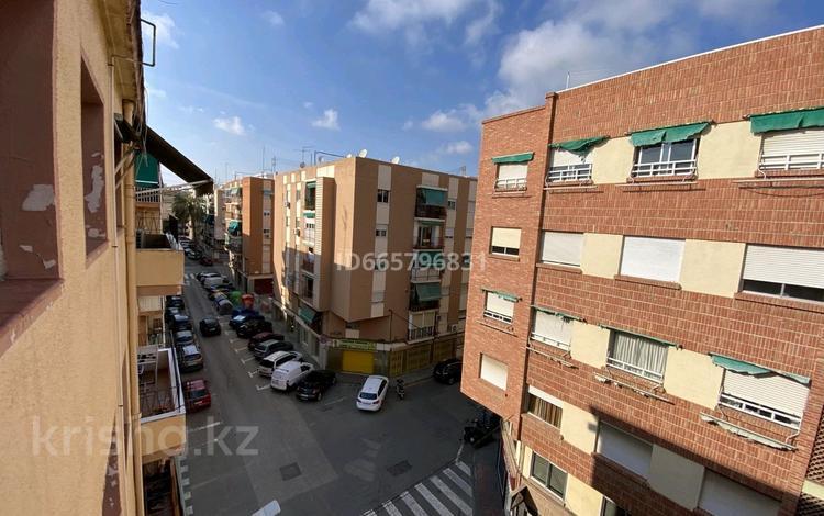 4-комнатная квартира, 75 м², 4/5 этаж, Calle Catedrático Daniel Giménez de Cisneros 12 за 29.5 млн 〒 в Аликанте