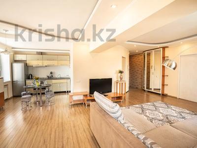 2-комнатная квартира, 90 м², 14/14 этаж посуточно, мкр Самал-1 24 за 14 000 〒 в Алматы, Медеуский р-н