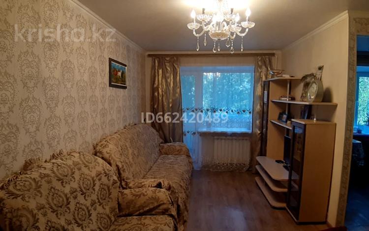 3-комнатная квартира, 56 м², 2/5 этаж, Ермекова за 15 млн 〒 в Караганде, Казыбек би р-н
