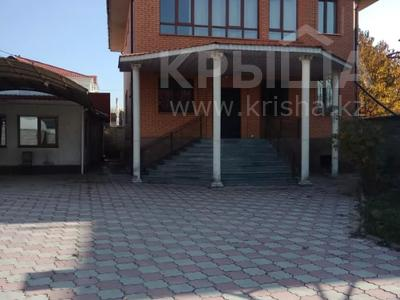 7-комнатный дом помесячно, 320 м², мкр Дубок-2 158 — Шаляпина Момышулы за 500 000 〒 в Алматы, Ауэзовский р-н