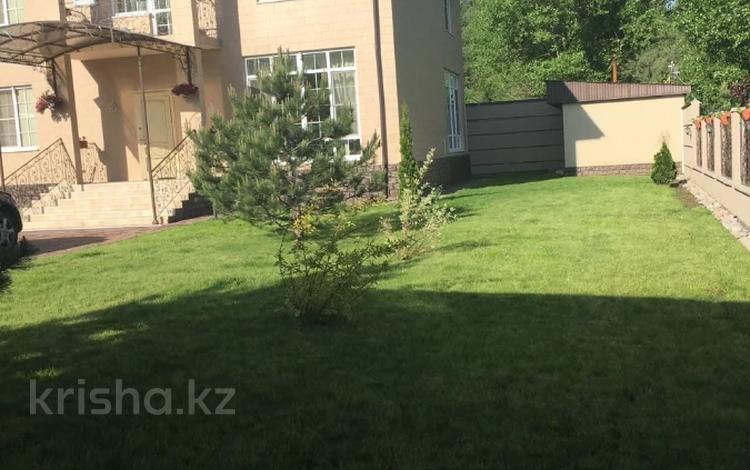 5-комнатный дом, 280 м², 10 сот., Ладушкина за 129.6 млн 〒 в Алматы, Медеуский р-н
