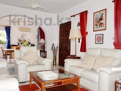 4-комнатный дом, 140 м², 5 сот., Камарес Вилледж, Пафос за 120 млн 〒 — фото 11