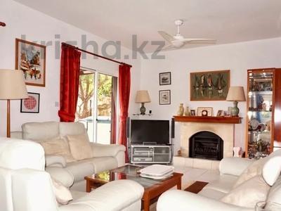 4-комнатный дом, 140 м², 5 сот., Камарес Вилледж, Пафос за 120 млн 〒 — фото 13