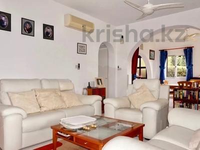 4-комнатный дом, 140 м², 5 сот., Камарес Вилледж, Пафос за 120 млн 〒 — фото 14