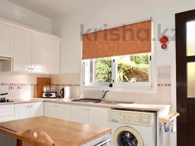 4-комнатный дом, 140 м², 5 сот., Камарес Вилледж, Пафос за 120 млн 〒 — фото 19