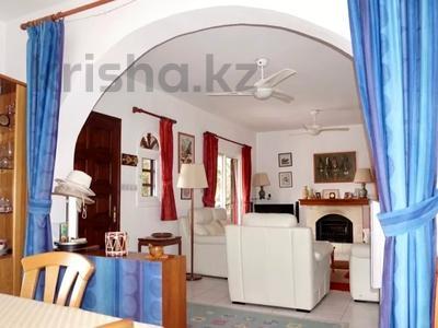 4-комнатный дом, 140 м², 5 сот., Камарес Вилледж, Пафос за 120 млн 〒 — фото 20