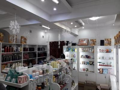 Магазин площадью 44 м², Кабанбай Батыра 122 — Желтоксан за 250 000 〒 в Алматы, Алмалинский р-н — фото 5