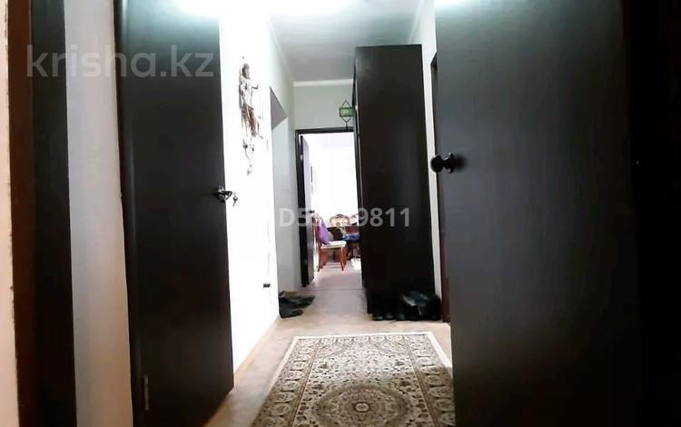 2-комнатная квартира, 69 м², 6/9 этаж, мкр Кунаева 27 за 17.5 млн 〒 в Уральске, мкр Кунаева