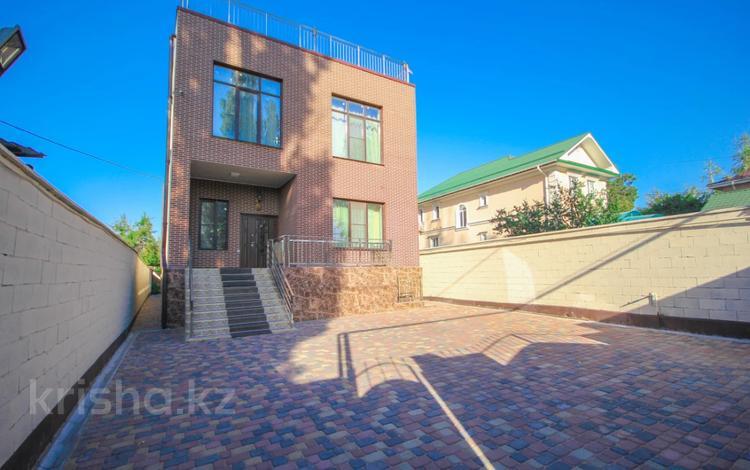 8-комнатный дом, 827 м², 7 сот., мкр Горный Гигант, Карибжанова за 290 млн 〒 в Алматы, Медеуский р-н
