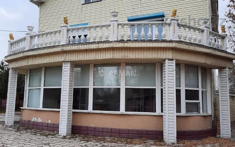 7-комнатный дом, 350 м², 10 сот., Ипподромная 11 за 68 млн 〒 в Караганде, Казыбек би р-н