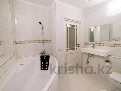 2-комнатная квартира, 80 м², 8/25 этаж посуточно, Сыганак 10 за 12 000 〒 в Нур-Султане (Астана)