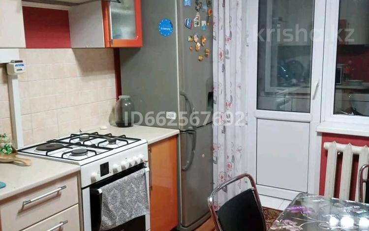 3-комнатная квартира, 67 м², 9/9 этаж, улица Бозтаева 40 за 21 млн 〒 в Семее