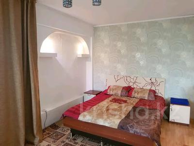 1-комнатная квартира, 32 м², 5/5 этаж посуточно, Кабанбай батыра 120 за 5 000 〒 в Усть-Каменогорске