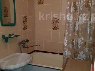 1-комнатная квартира, 32 м², 5/5 этаж посуточно, Кабанбай батыра 120 за 5 000 〒 в Усть-Каменогорске — фото 8