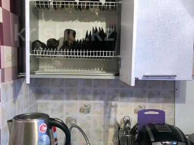 3-комнатная квартира, 60 м², 2/5 этаж посуточно, Бауыржан Момышұлы 40 — Ауэзова за 9 000 〒 в Экибастузе