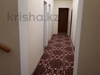 7-комнатный дом, 300 м², 4 сот., Жунисова 4 за 42 млн 〒 в Уральске — фото 4