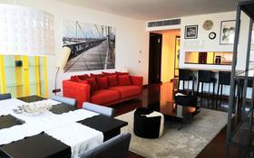 3-комнатная квартира, 110 м² помесячно, Аль-Фараби 77/3 за ~ 1.3 млн 〒 в Алматы, Медеуский р-н