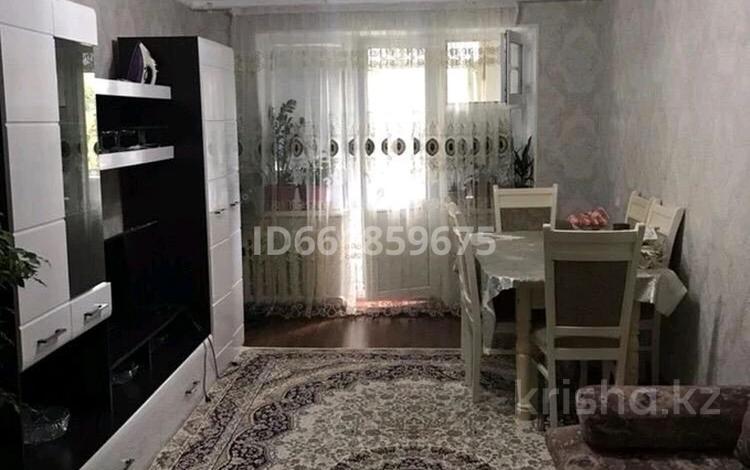 2-комнатная квартира, 60 м², 5/5 этаж, 2 мкр 19 за 7.5 млн 〒 в Таразе