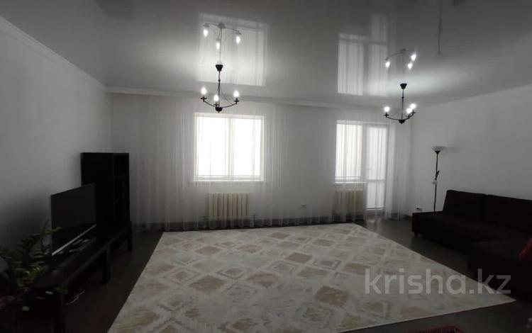 2-комнатная квартира, 80 м², 7/12 этаж, Кабанбай батыра 40 за 28.5 млн 〒 в Нур-Султане (Астане), Есильский р-н