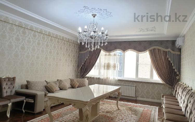 3-комнатная квартира, 135 м², 13/21 этаж помесячно, Аль-Фараби 21 за 550 000 〒 в Алматы