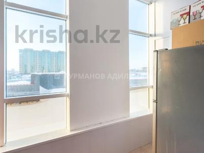 4-комнатная квартира, 176 м², 2/7 этаж, Темирбека Жургенова 18/1 за 70 млн 〒 в Нур-Султане (Астане)