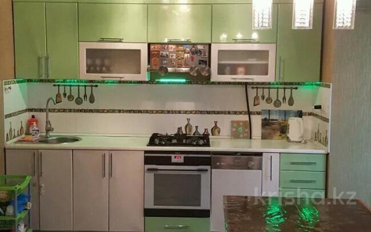3-комнатная квартира, 63 м², 1 этаж посуточно, Ауельбекова за 15 000 〒 в Кокшетау