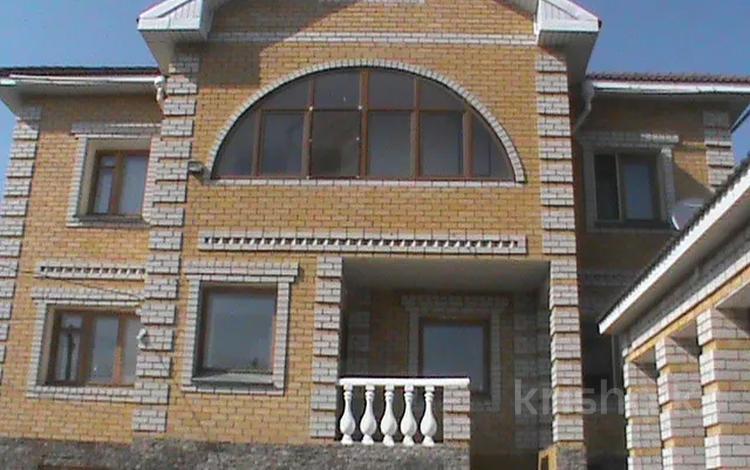 7-комнатный дом, 380 м², 7 сот., Ильяшева за 49 млн 〒 в Семее