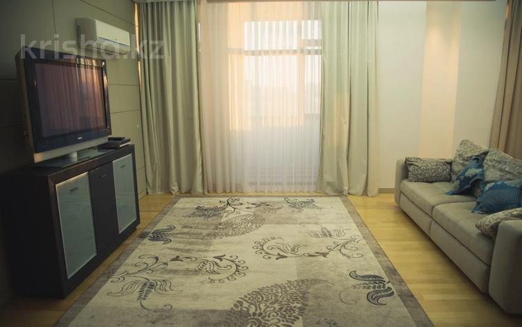 2-комнатная квартира, 70 м², 6/16 этаж посуточно, мкр Орбита-1, Навои 208 — Торайгырова за 12 000 〒 в Алматы, Бостандыкский р-н