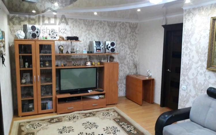 4-комнатная квартира, 62 м², 5/5 этаж, Есет-Батыра 156 за 12 млн 〒 в Актобе, мкр 5