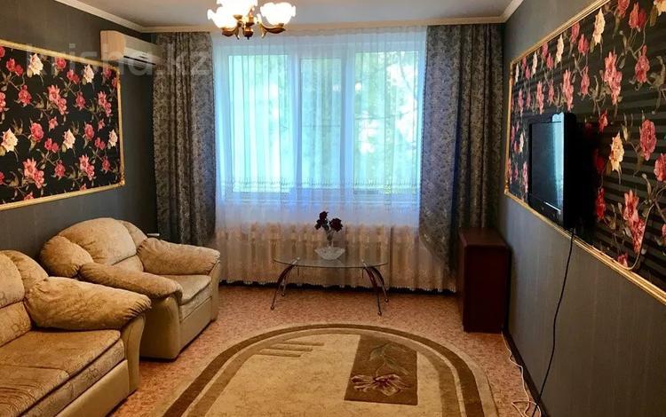 2-комнатная квартира, 50.9 м², 2/9 этаж помесячно, 4-й микрорайон 11 за 120 000 〒 в Аксае